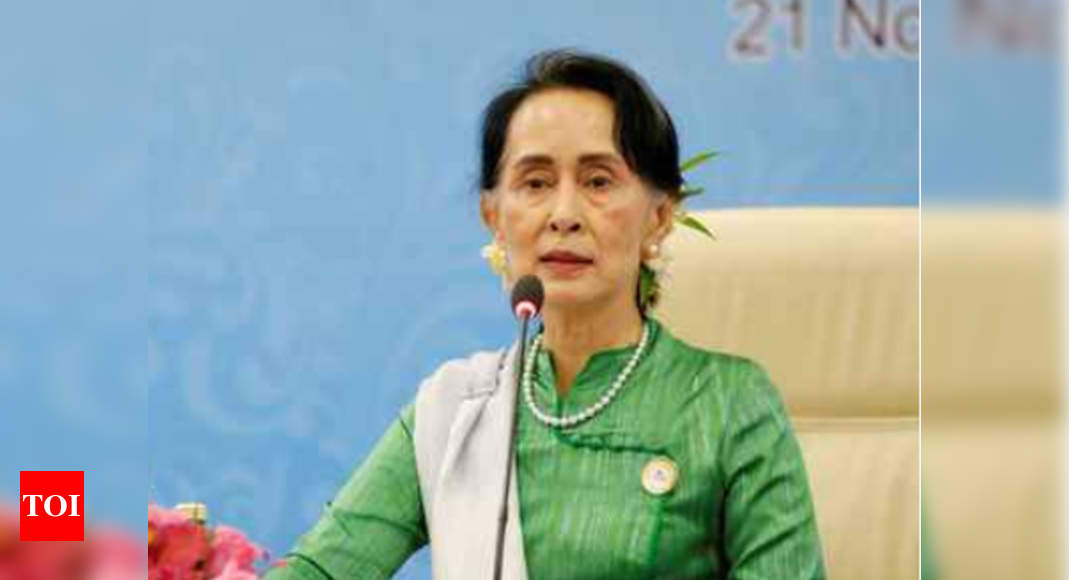 Aung San Suu Kyi tells lawyers trial testimony against her is wrong